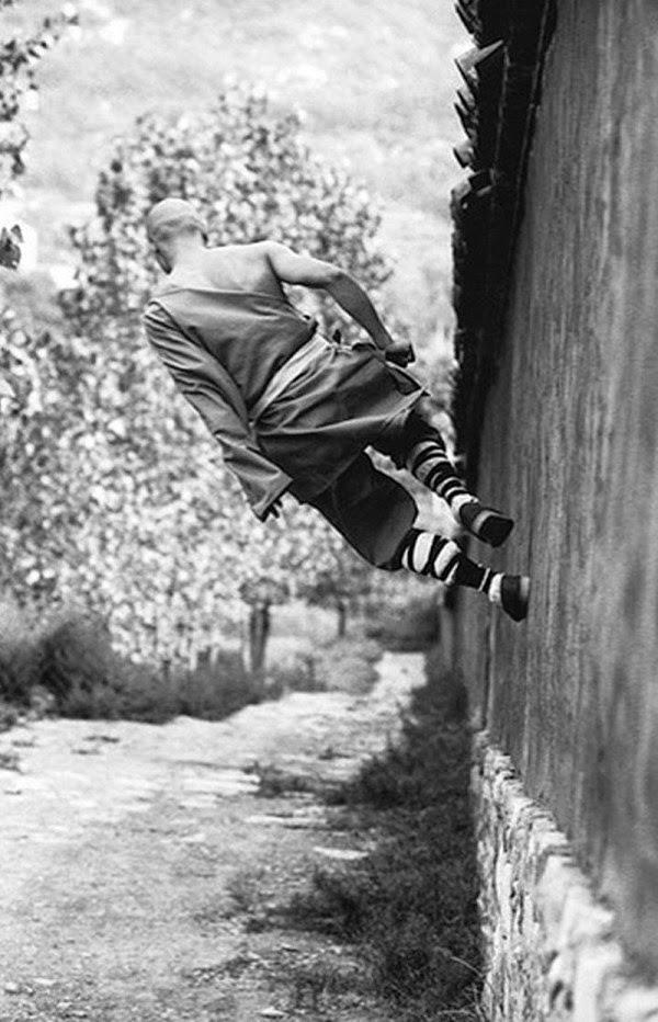 http://thespiritscience.net/2015/04/05/breathtaking-images-of-shaolin-monks-training/